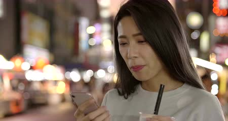 telefon : Asian young woman enjoy street food in Night Market Wideo