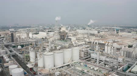углерод : Aerial view of industrial area with chemical plant. Smoking chimney from factory Стоковые видеозаписи