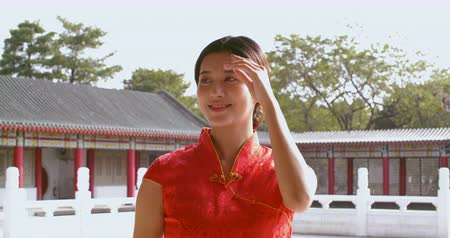 celebration : Asian young woman in old traditional Chinese dresses in the Temple Wideo