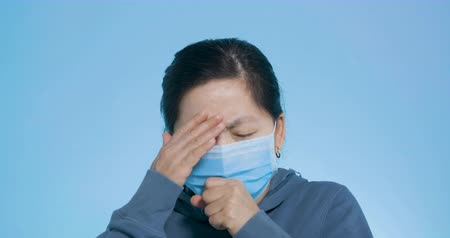 respiração : woman wear mask having cold and coughing