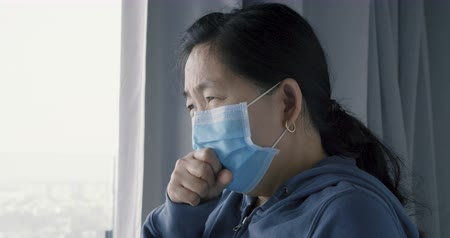 influenza : woman-mask-cough