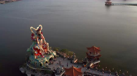 lugar famoso : aerial view of xuantian god buddha in lotus pond. kaohsiung. Taiwan.