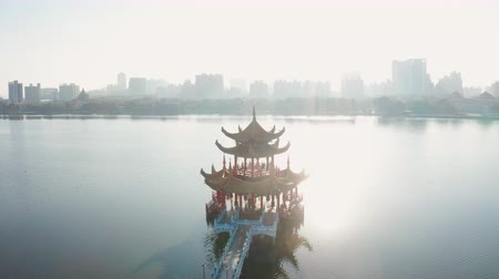 cienie : Aerial view lotus pond and Spring Autumn Pagodas at sunrise, Kaohsiung, Taiwan. Asia. Wideo