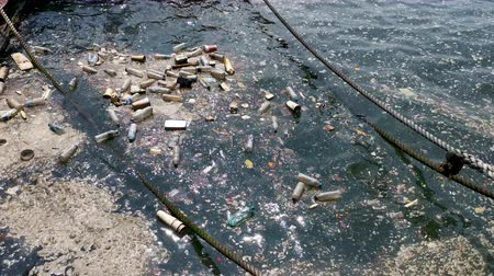 wysypisko śmieci : plastic bottles, bags, wastes floating in water. Sea ocean water pollution concept. Plastic pollution crisis