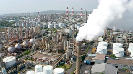 petróleo : Aerial view oil and gas petrochemical industrial and Refinery factory
