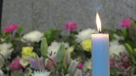 lilyum : white candle in front of flower