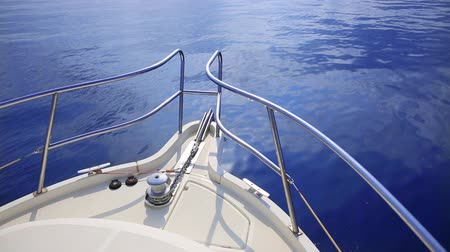 horizont : Boat bow sailing in blue Mediterranean sea at summer vacation