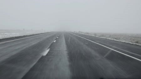 используемый : US snowing I 15 interstate snowed road driving in Nevada USA Стоковые видеозаписи