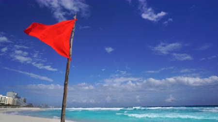 Канкун : Cancun beach in Caribbean Riviera Maya at Mayan Mexico red flag Стоковые видеозаписи