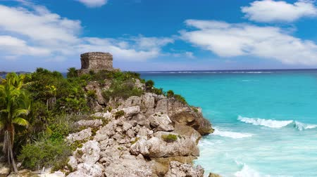 significar : Tulum ruins in Caribbean sea at Mayan Riviera with turquoise aqua water