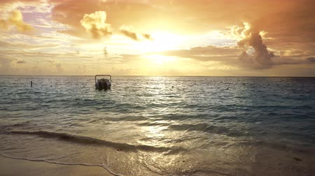 tuvalet : Caribbean sunrise in Mayan Riviera of Mexico beach boat