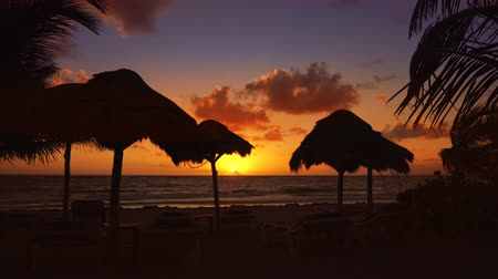 Канкун : Mayan Riviera Caribbean sea sunrise beach in Mexico