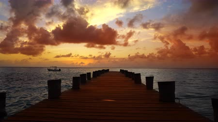 Канкун : Caribbean sunrise in Mayan Riviera of Mexico beach pier