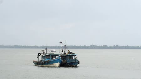 evidência : TARAKAN,Indonesia-April 5, 2016. two Malaysian fishing boats as evidence to be detonated by Marine Police for acts of illegal fishing in Indonesian waters