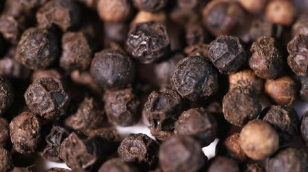 острый : black peppercorns spin around slowly.