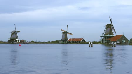 NETHERLANDS, ZAANSE-SCHANS - OCTOBER 05: video of authentic Zaanam windmills in the Zaanstad village Zaanse-Schans, Netherlands on October 5, 2015 Dostupné videozáznamy