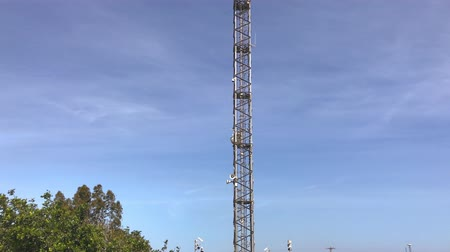 telefonkagyló : communication tower Stock mozgókép