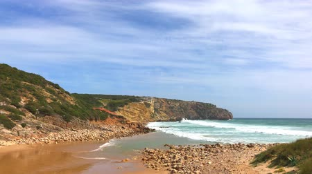 dziki zachod : Beautiful long waves at the west coast of Portugal