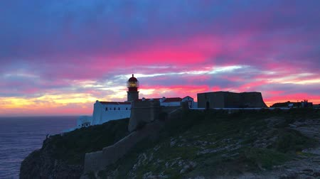 atlantico : Faro de Cabo Sao Vicente, Sagres, Portugal al atardecer - Farol do Cabo Sao Vicente Archivo de Video