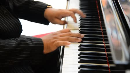 Fingers of musician men playing a Piano keys on black classical grand piano with hand playing chord. Dostupné videozáznamy