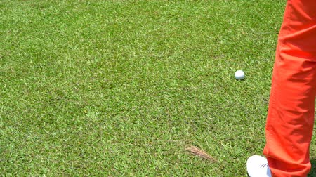 çimenli yol : Slow motion golfer hitting swing golf ball on fairway on hills in open tournament.