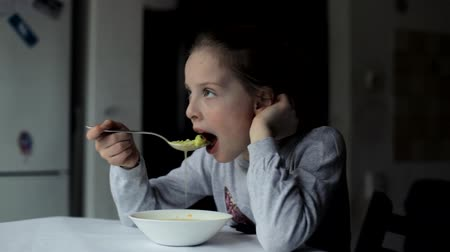 gag : Children do not want to eat