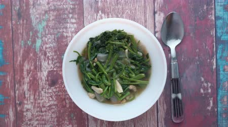 シチュー : top view of spinach in a bowl on wooden table