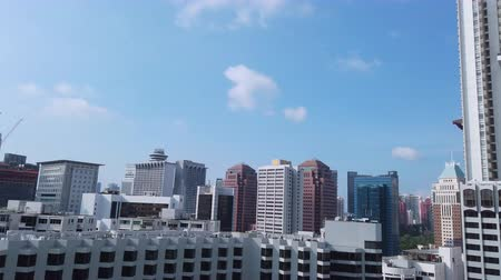 largura de banda : high angle view of singapore financial buildings at morning Stock Footage