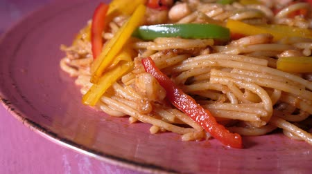 ervilhas : Close up of noddles in a plate, a Italian food