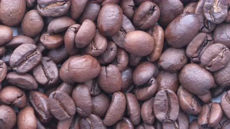 çeşnili : Close up of fresh and raw coffee beans, top view