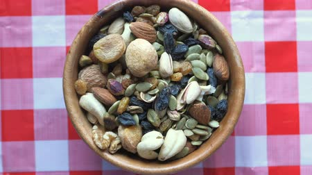 brezilya : top view of mixed nut in a bowl on table Stok Video