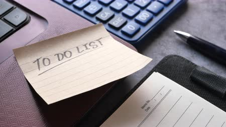 journaal : to do list on notepad on office table