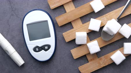 coisas : diabetic measurement tools and sugar cube on table