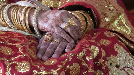 top view of indian bride hand with jewelry Wideo