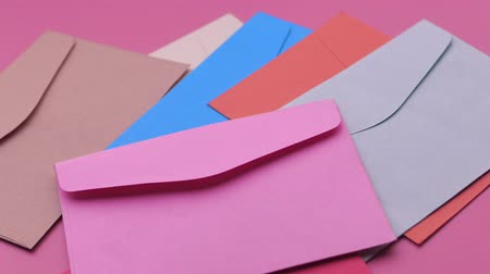 correspondência : Close up of colorful envelope on pink background