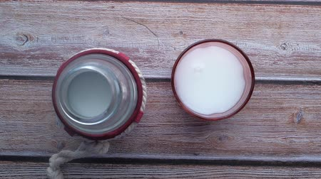 çuval : top view of glass of milk and milk bottle on table