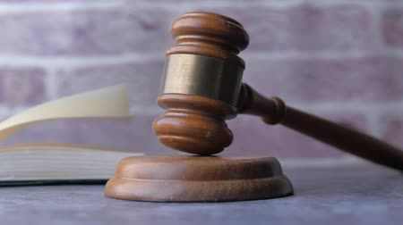 culpado : Close up of gavel on table against american flag Stock Footage