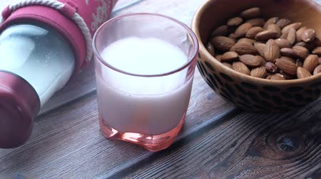 гайка : Close up of fresh almond and milk on table