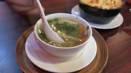 petržel : Close up of vegetable soup in a bowl on table