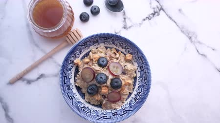 клюква : blue berry on oats and honey on table