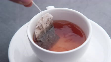 občerstvení : Close up of tea bag in green tea Dostupné videozáznamy