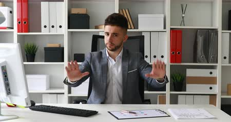 businessman in workplace shaking head and looking at camera Dostupné videozáznamy