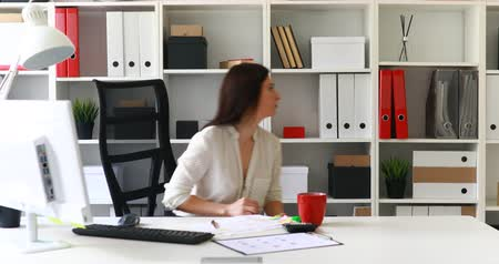 raflar : businesswoman in black skirt taking red folder off shelf