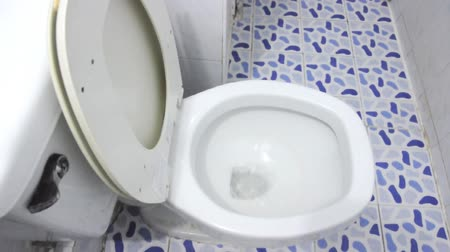 уборная : Flush toilet for cleaning the restroom.
