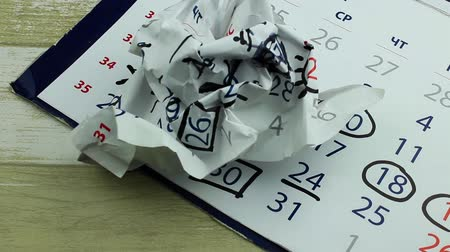 geçti : Defective leaf of the calendar