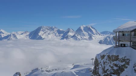 шале : Breathtaking Panorama From Right To Left of Snowy Mountains And Clouds Valley