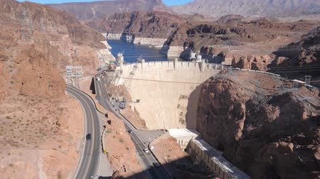 baraj : Panorama A Big Concrete Hoover Dam Among The Rocks Of The Black Canyon