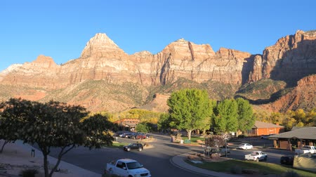 západ : Zion Park, Utah USA-November 21,2017: The Zion Park A View From The Car
