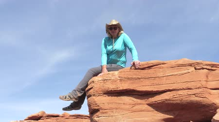 plateau : Caucasian Woman Tourist Sitting On A Stone Rock In Grand Canyon