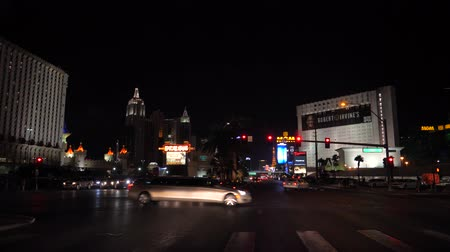 las vegas boulevard : Las Vegas, USA-November 07,2017: Traffic Cars On Boulevard Casino At Night